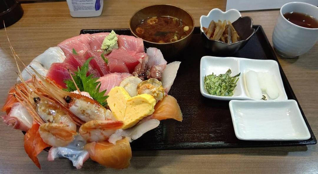 愛知 やっとる? 海鮮丼 1290円